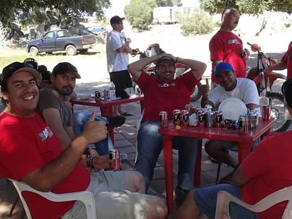 Our amigos at Tractor MC came in droves (de a monton) to support the Cruz Roja.